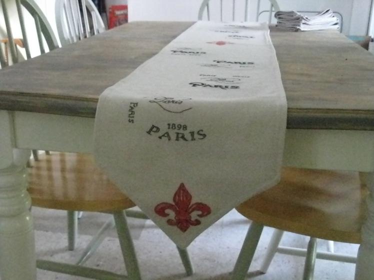 Paris Table Runner closeup Edge